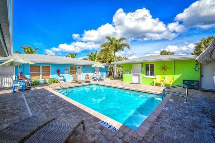 classic beachfront siesta key home compare deals. Black Bedroom Furniture Sets. Home Design Ideas