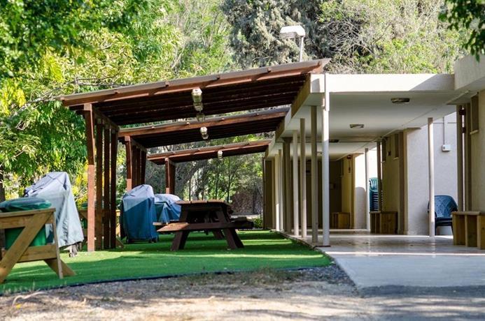 Bait alfa kibbutz country lodging beit alfa confronta le for Cabin cabin in wisconsin dells con piscina all aperto