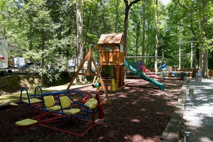 Arrow creek camp and cabins gatlinburg offerte in corso for Cabin cabin in wisconsin dells con piscina all aperto