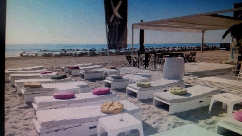 El jardin de la playa alicante compare deals for Camping el jardin alicante
