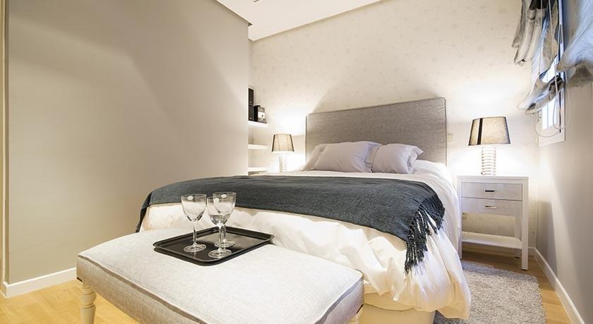 Apartamento puerta del sol iii friendly rentals madrid for Puerta del sol apartamentos