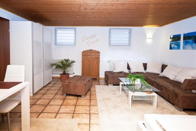 apartment h2 dusseldorf compare deals. Black Bedroom Furniture Sets. Home Design Ideas