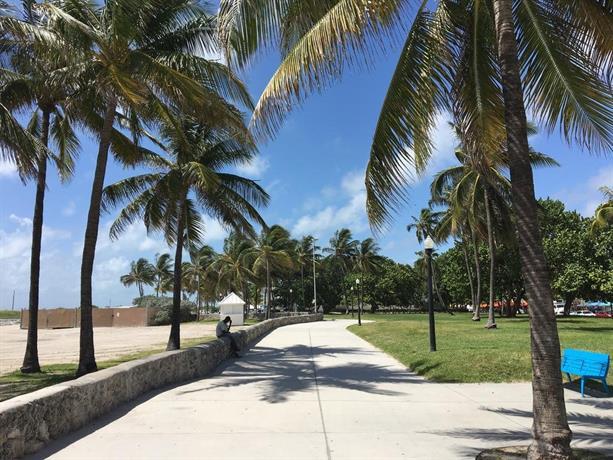 casablanca miami beach by magic city vacations compare deals. Black Bedroom Furniture Sets. Home Design Ideas