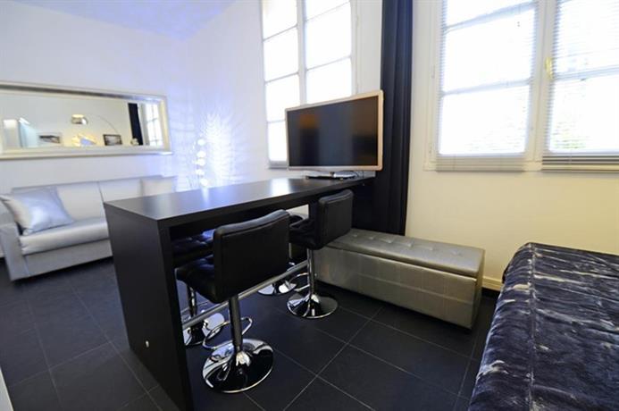 Silver black flat paris compare deals for Flat hotel paris