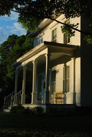 The House in Pumpkin Hollow Bed and Breakfast