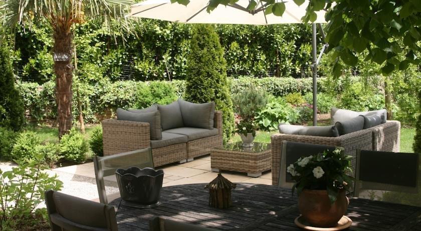 chambre d 39 hotes la villa molina besan on encuentra el mejor precio. Black Bedroom Furniture Sets. Home Design Ideas