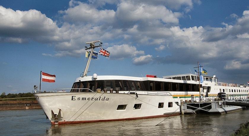 Messeship Mv Esmeralda