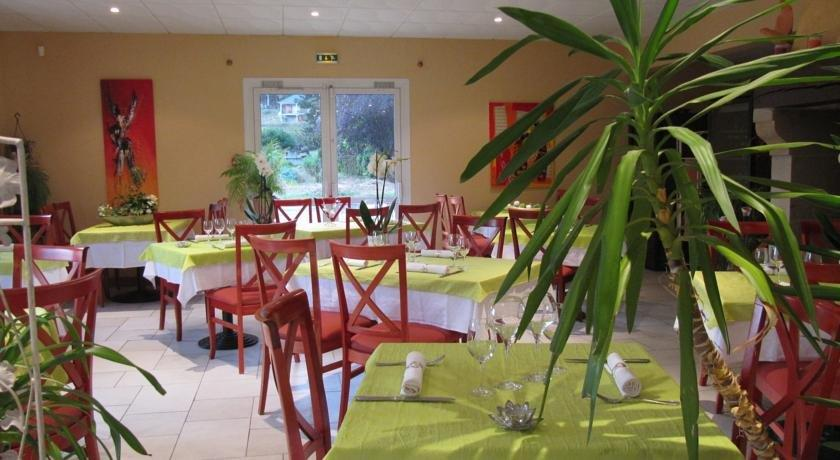 Restaurant Le Colombier Saint Pantaleon De Larche