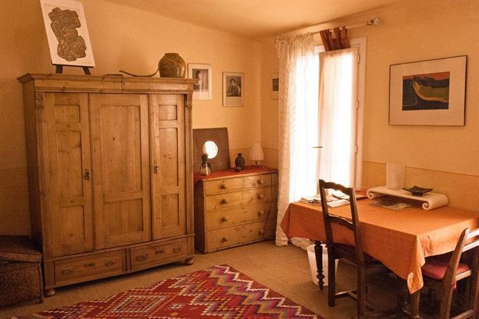 Chambres d 39 hotes rue de la paix aix en provence compare for Chambre d hotes aix