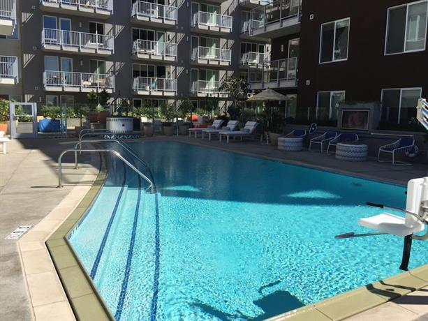 Waterfront suites in Little Italy with pool Apart-Hotel