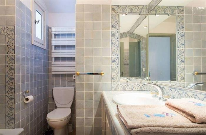 maison d 39 architecte antibes confronta le offerte. Black Bedroom Furniture Sets. Home Design Ideas