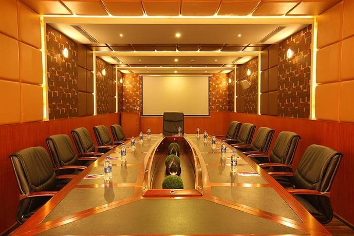 The Garuda Hotel Thrissur Die Gunstigsten Angebote