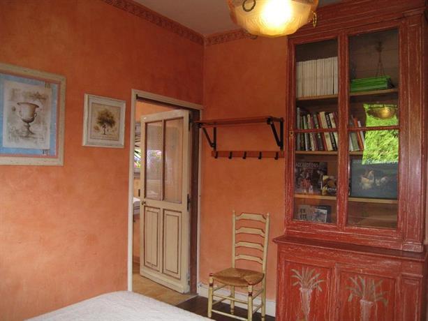 chambres d 39 hotes saint aignan saint aignan compare deals. Black Bedroom Furniture Sets. Home Design Ideas
