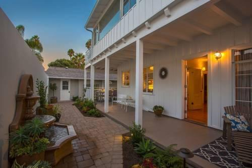 The Hideaway At West Beach Holiday Home