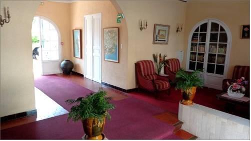 h tel l 39 ilot fleuri le lavandou comparez les offres. Black Bedroom Furniture Sets. Home Design Ideas