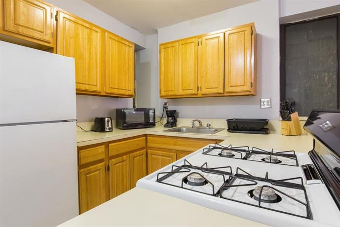 One Bedroom Apartment In Hell 39 S Kitchen New York City Compare Deals