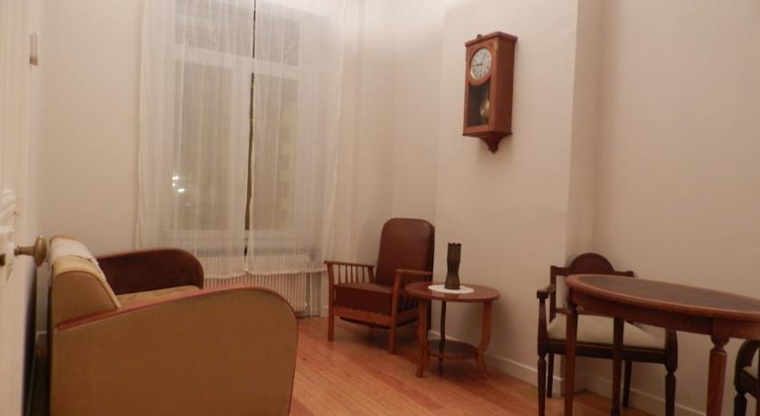 Chambre d 39 hotes la maison de josephine arras compare for Chambre d hotes arras