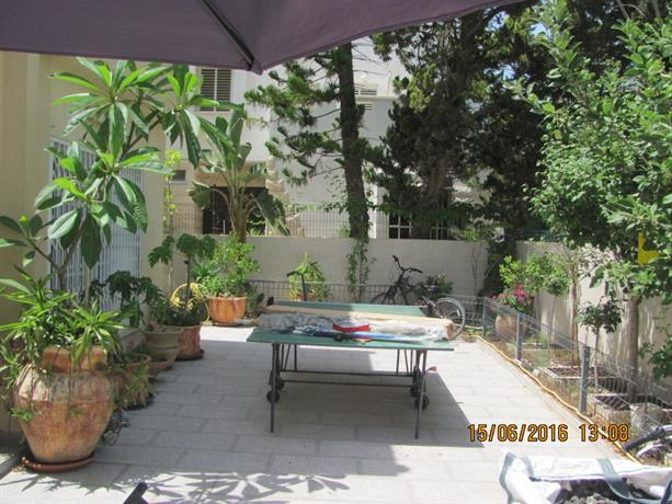 Two Bedroom Apartment with Patio and Pool
