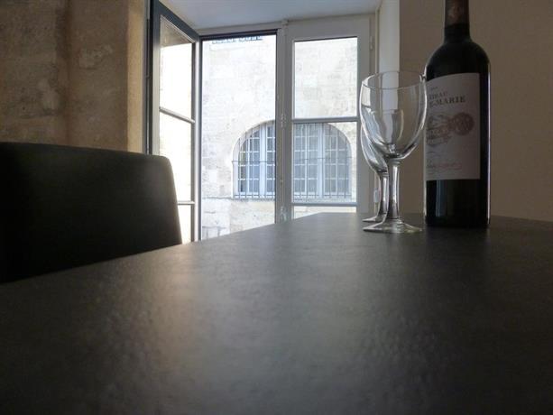 apartment studio meuble place de la bourse bordeaux compare deals. Black Bedroom Furniture Sets. Home Design Ideas