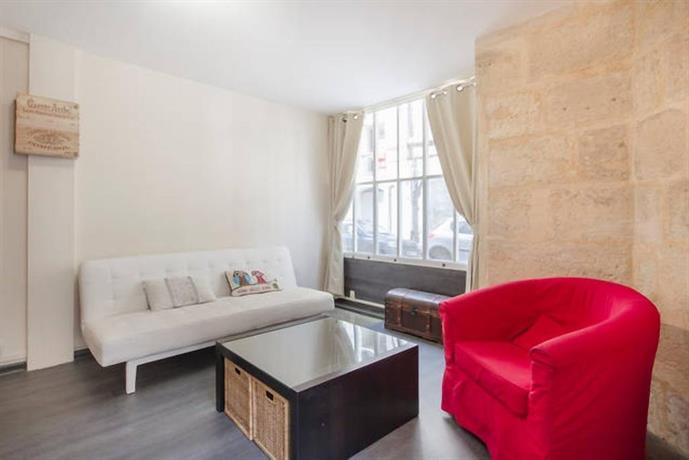 studio meubl place de la bourse bordeaux comparer les offres. Black Bedroom Furniture Sets. Home Design Ideas