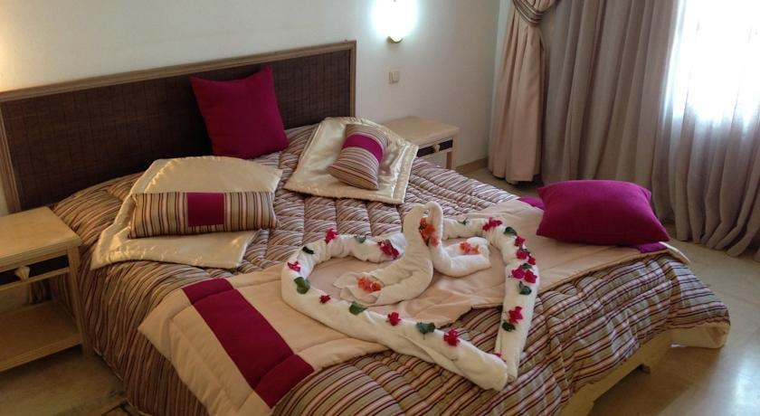 Appart hotel rodes midoun compare deals for Appart hotel 95