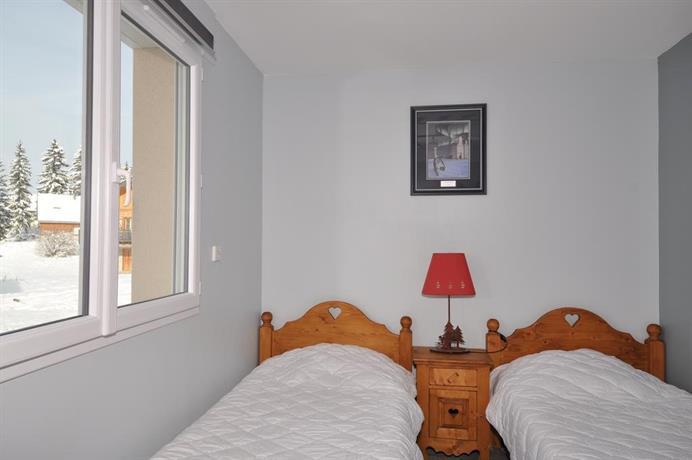 ma cabane dans le jura chapelle des bois compare deals. Black Bedroom Furniture Sets. Home Design Ideas