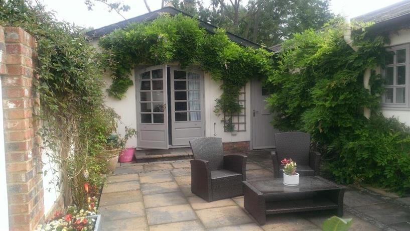 Windsor garden studio bray compare deals for Windsor garden studio