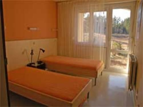 chambres d 39 h tes village de la tour la chaise dieu comparer les offres. Black Bedroom Furniture Sets. Home Design Ideas