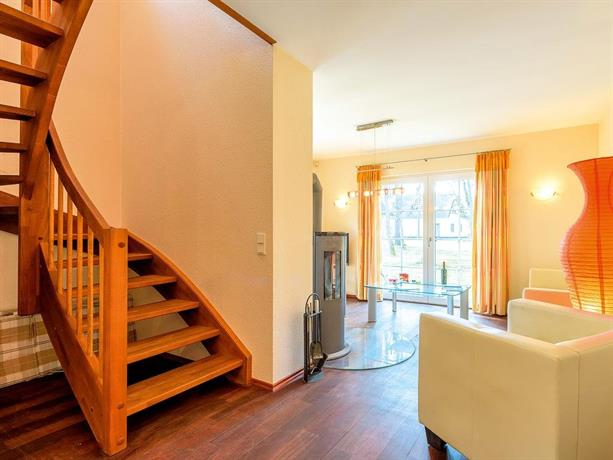 reetdachhaus mit sauna kamin terrasse d 028 032. Black Bedroom Furniture Sets. Home Design Ideas