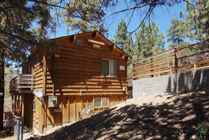 Harrison 39 s hanger by big bear cool cabins big bear city for Cabin cabin in wisconsin dells con piscina all aperto