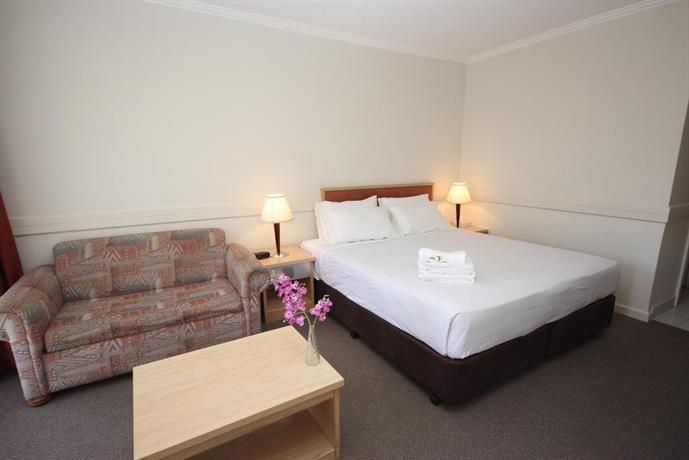 Nightcap at Matthew Flinders Hotel