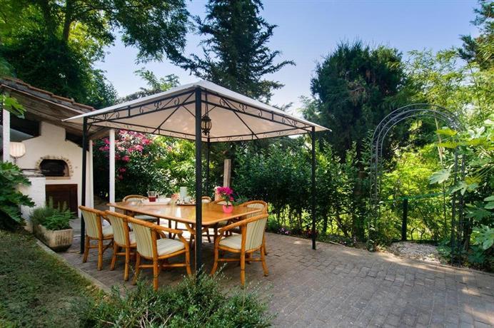 B&B Villa Le Terrazze, Mondaino - Compare Deals