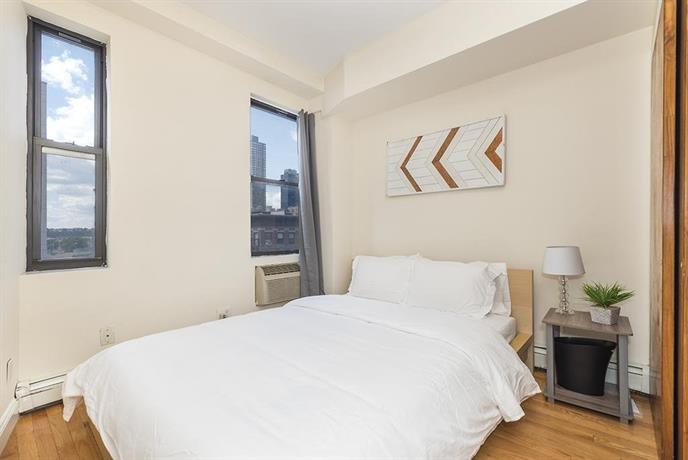 3 Bedroom Modern Apartment Times Square New York City Compare Deals