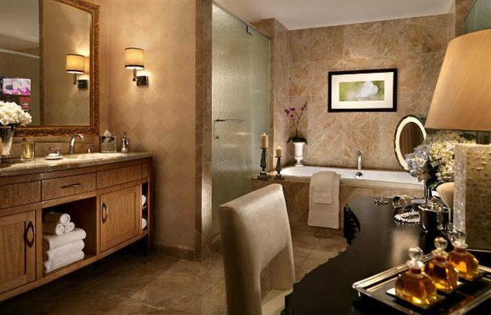 suites vegas las states with aria jacuzzi in ideas bathroom sky tub bathtubs hotels hot room pent bathtub hotel united