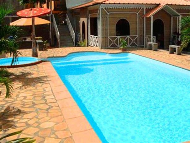 Euro vacances hotel beau bassin rose hill compare deals for Pool show rosehill