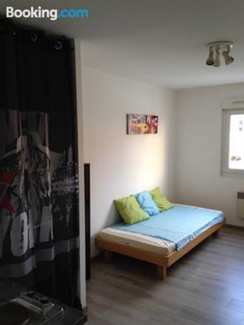 studio a strasbourg compare deals. Black Bedroom Furniture Sets. Home Design Ideas
