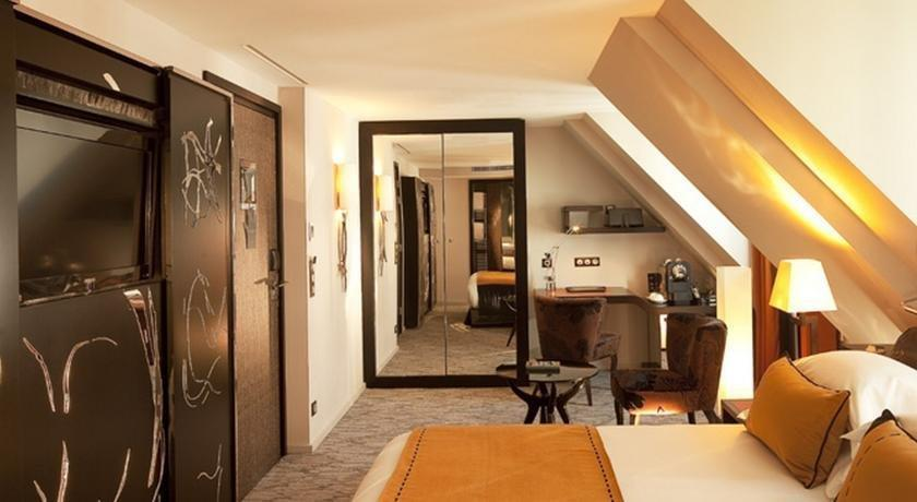 Hotel les jardins de la villa spa paris compare deals for Les jardins de la villa booking