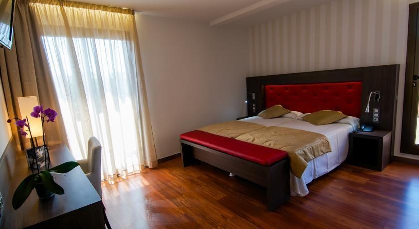 hotel oasis barcelone comparez les offres. Black Bedroom Furniture Sets. Home Design Ideas