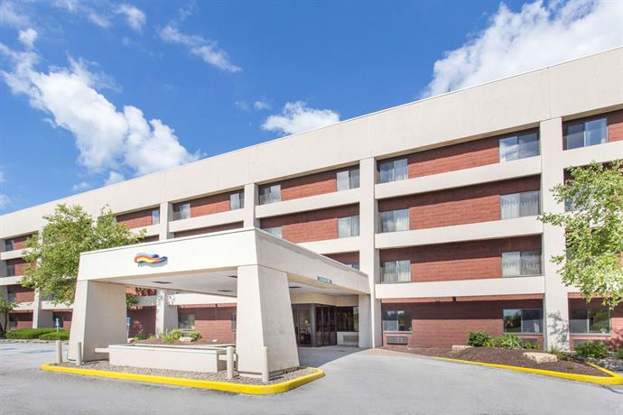 Baymont by Wyndham Davenport Hotel