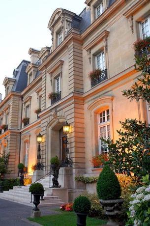 Saint james paris compare deals for Chateau hotel paris
