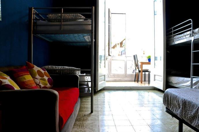 Livingroom city center barcelona compare deals for Living room city center barcelona
