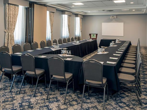 Holiday inn conference centre edmonton south compare deals for Best private dining rooms edmonton