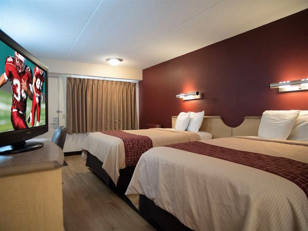 room photo 5536596 hotel red roof inn kalamazoo west. Black Bedroom Furniture Sets. Home Design Ideas