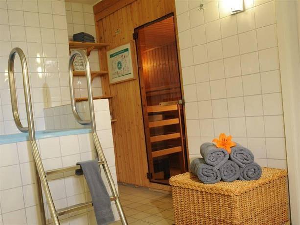 hotel villa viktoria d sseldorf die g nstigsten angebote. Black Bedroom Furniture Sets. Home Design Ideas