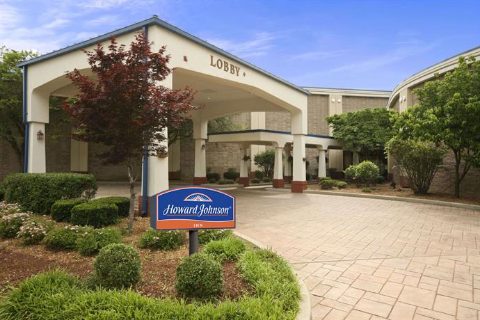 Howard Johnson by Wyndham Springfield Hotel & Suites