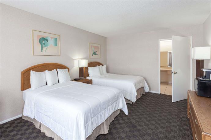 Travelodge By Wyndham Anaheim Convention Center Compare