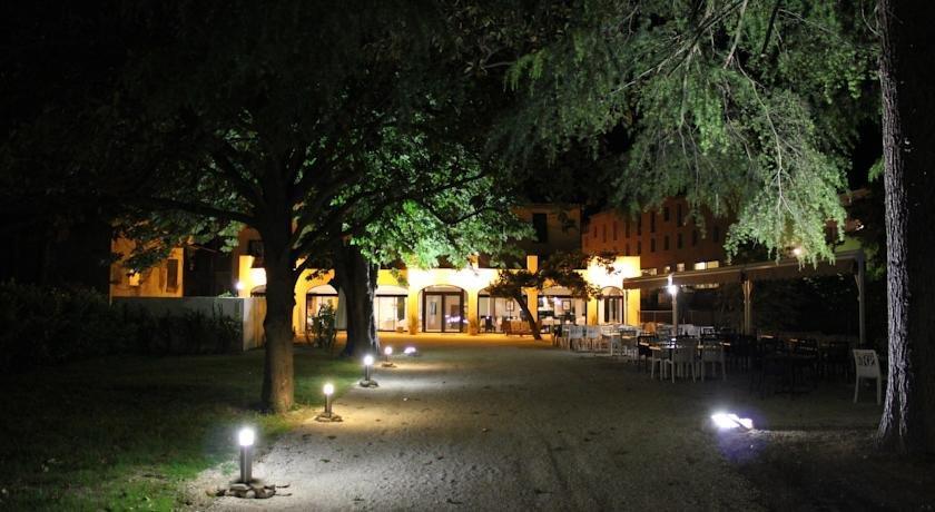 Hotel Restaurant Du Parc Fontaine Du Vaucluse