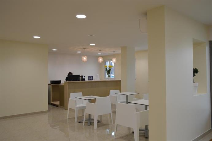 Appart 39 hotel et chambres essentiel spa arles compare deals for Arles appart hotel