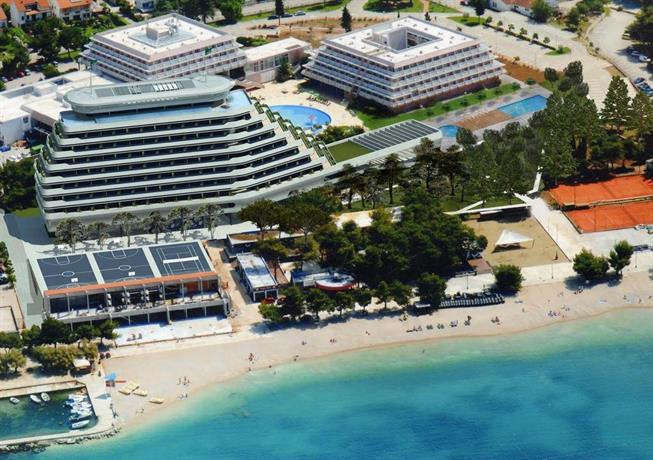 Hotel olympia sky vodice confronta le offerte for Piscina hotel olympia