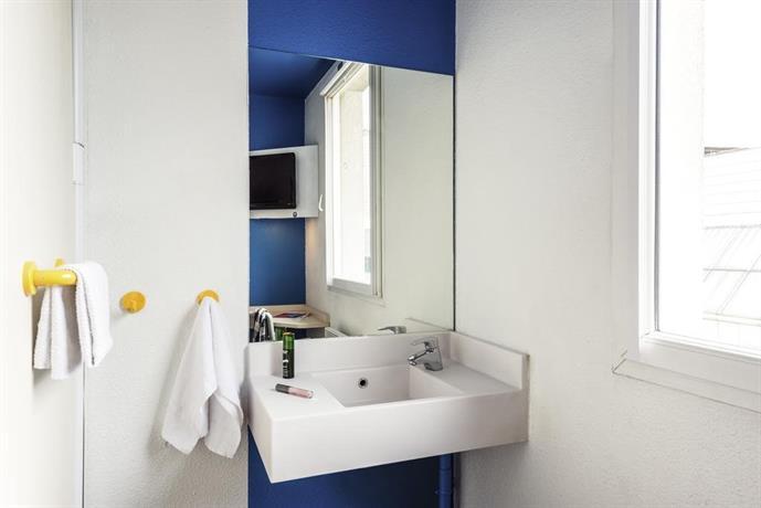 Hotelf1 salon de provence salon de provence compare deals for Hotel f1 salon de provence